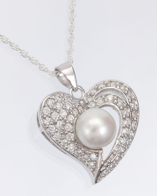 Jewelry Photography pearl and silver necklace